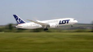 Budapest, 2018. május 3.A LOT lengyel légitársaság B787 Dreamliner típusú, New Yorkba induló repülőgépe felszáll a Liszt Ferenc Nemzetközi Repülőtérről 2018. május 3-án. Ezen a napon a LOT Budapest-New York járatának elindítása alkalmából sajtótájékoztatót tartottak a repülőtéren. A járatindítással hét év után ismét van közvetlen repülőjárat az Egyesült Államok és Magyarország között.MTI Fotó: Kovács Tamás