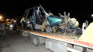 Ceglédbercel, 2018. május 22.Ütközésben összetört kisbusz Ceglédbercel közelében, a 4-es főút 59-es kilométerénél 2018. május 22-én. A román rendszámú kisbusz egy homokot szállító teherautóval ütközött össze, a benne ülő kilenc ember, hét férfi és két nő meghalt a balesetben. A teherautó sofőrje megsérült.MTI Fotó: Mihádák Zoltán