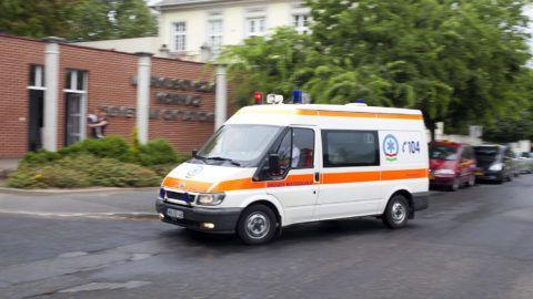 Szombathely, 2014. július 10.Mentő érkezik a szombathelyi Markusovszky Kórházba, ahonnan elraboltak egy gyermeket 2014. július 10-én. A rendőrség kizárta az emberkereskedelem gyanúját az eltűnt újszülött ügyében. Bebizonyosodott, a gyermeket azzal a szándékkal vitték el a kórházból, hogy megtartsák.MTI Fotó: Varga György