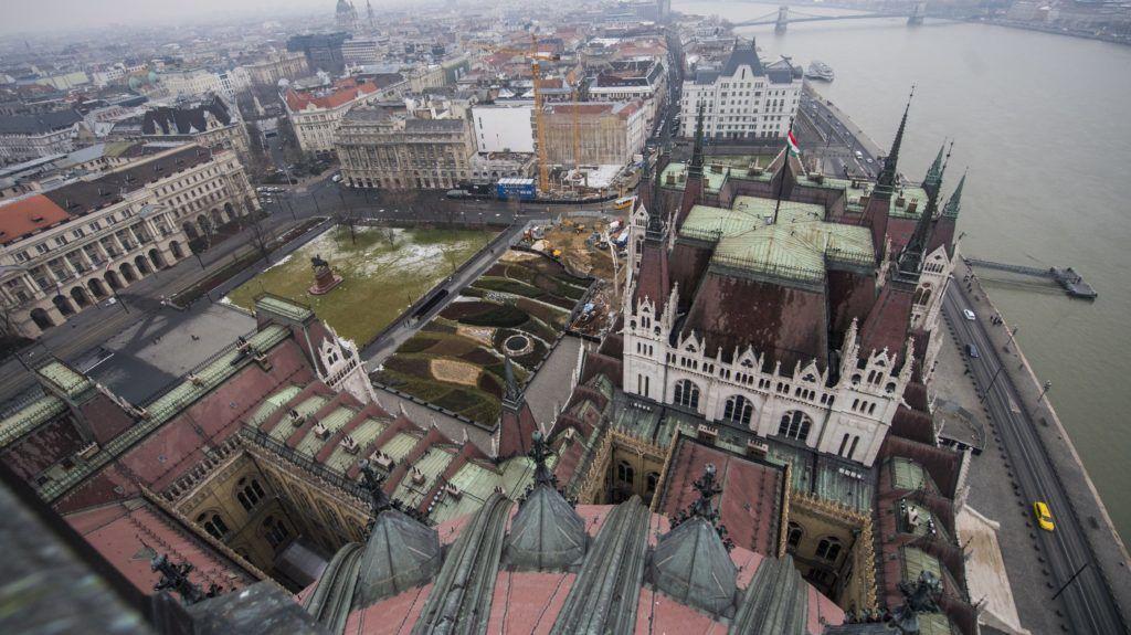 Budapest, 2018. január 24. Kilátás a Kossuth Lajos tér irányába az Országház kupolája felõl 2018. január 24-én. MTI Fotó: Illyés Tibor