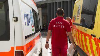 Nyíregyháza, 2016. április 6.Egy mentő érkezik a nyíregyházi Jósa András Oktatókórház megújult sürgősségi osztályára 2016. április 6-án.MTI Fotó: Balázs Attila