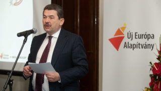 Budapest, 2011. március 2. Mosonyi György, a Mol Nyrt. vezérigazgatója beszél a MOL Tehetséggondozásért díjak átadása alkalmából rendezett ünnepségen, a Gerbeaud Házban. MTI Fotó: Koszticsák Szilárd