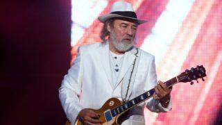 Felcsút, 2015. június 13. Molnár György gitáros az Omega Oratórium elõadásán Felcsúton, a Pancho Arénában 2015. június 13-án. MTI Fotó: Koszticsák Szilárd