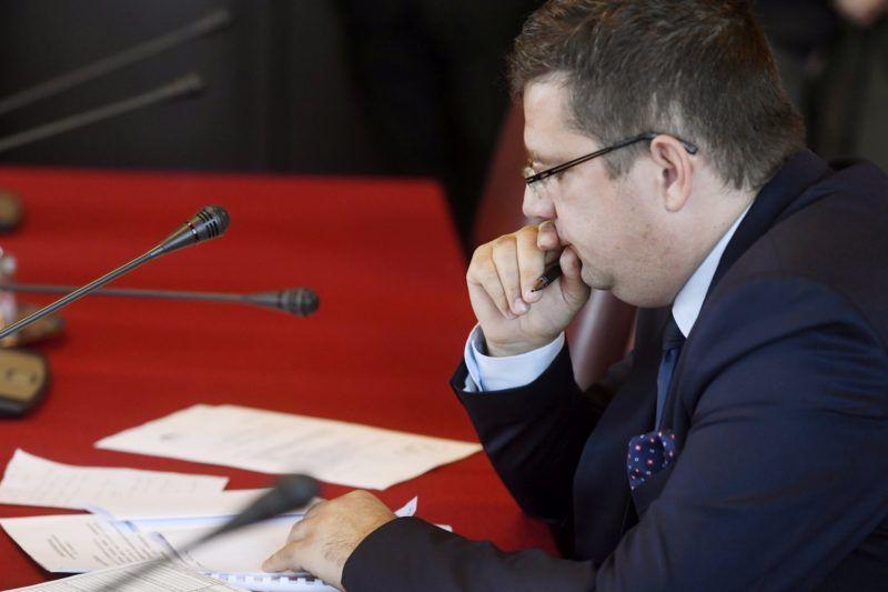 Budapest, 2017. november 7. Seszták Miklós nemzeti fejlesztési miniszter éves meghallgatásán az Országgyûlés költségvetési bizottságának ülésén a Parlamentben 2017. november 7-én. MTI Fotó: Koszticsák Szilárd