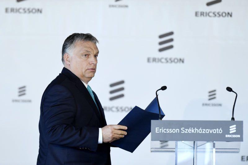 Budapest, 2018. május 29. Orbán Viktor miniszterelnök beszéde elmondására készül az Ericsson Magyarország újonnan épült budapesti székháza és fejlesztési központja, az Ericsson Ház megnyitóünnepségén 2018. május 29-én. MTI Fotó: Koszticsák Szilárd