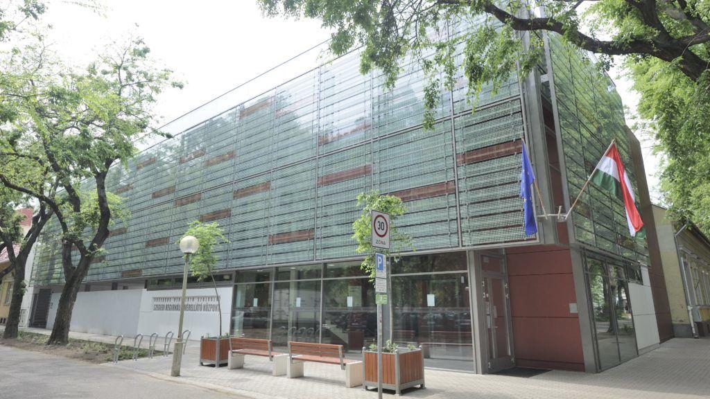 Szeged, 2015. május 5. Az Országos Vérellátó Szolgálat szegedi regionális központjának új épülete 2015. május 5-én. Pécsett és Szegeden összesen 3 milliárd forint európai uniós és hazai forrás felhasználásával került új épületbe a regionális vérellátó központ. MTI Fotó: Kelemen Zoltán Gergely