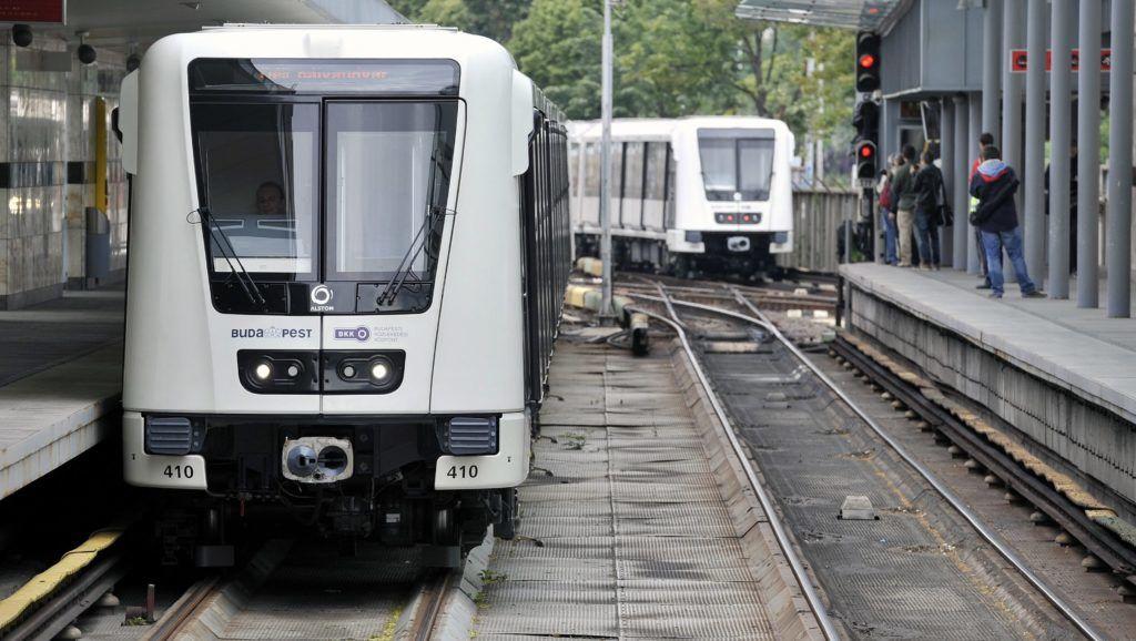 Budapest, 2013. június 4. Az Alstom által gyártott új, Metropolis típusú szerelvény érkezik az M2-es metróvonalon az Örs vezér téri végállomásra 2013. június 4-én. Az utolsó szovjet gyártmányú metrószerelvényt is kivonták a forgalomból, ezzel befejezõdött az M2-es metróvonal flottacseréje. MTI Fotó: Máthé Zoltán
