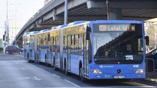 Budapest, 2017. november 6. A 3-as metró vonalának felújítása miatt metrópótló buszok közlekednek az Árpád hídnál 2017. november 6-án. Az Újpest-központ és a Lehel tér közötti szakasz felújítása várhatóan egy évig tart. MTI Fotó: Máthé Zoltán