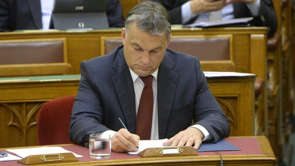 Budapest, 2014. november 17. Orbán Viktor miniszterelnök az Országgyûlés plenáris ülésén 2014. november 17-én. MTI Fotó: Soós Lajos