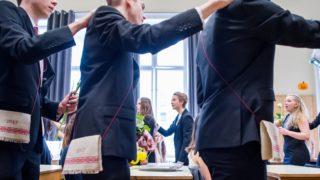 Budapest, 2017. május 5. Ballagó diákok Budapesten, az ELTE Trefort Ágoston Gyakorló Gimnáziumban 2017. május 5-én. MTI Fotó: Balogh Zoltán