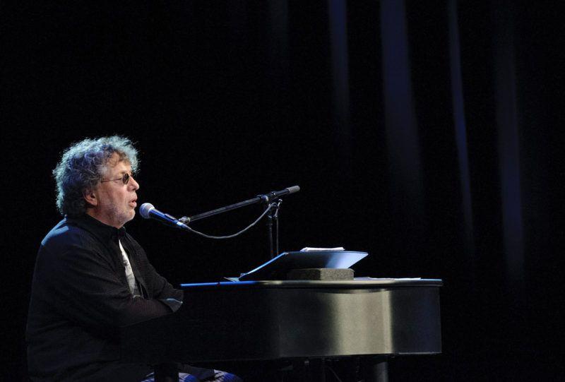Debrecen, 2012. november 28.Presser Gábor ad koncertet a debreceni Kölcsey Központ nagytermében 2012. november 28-án.MTI Fotó: Czeglédi Zsolt