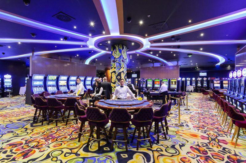 Debrecen, 2014. október 17.A debreceni Grand Casino 2014. október 17-én. Az 1300 négyzetméter területen, 750 millió forintos beruházással kialakított kaszinó koncessziós jogát a Szima Gábor helyi vállalkozó tulajdonában lévő Aranybónusz 2000 Kft. nyerte el tíz évre, ami öt évre meghosszabbítható.MTI Fotó: Czeglédi Zsolt