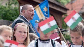Lövéte, 2018. május 27. Németh Szilárd, a Honvédelmi Minisztérium parlamenti államtitkára beszédet mond a magyar hõsök emlékünnepe alkalmából tartott megemlékezésen a lövétei hõsi emlékmûnél 2018. május 27-én. Az Országgyûlés 2001-ben nyilvánította a magyar hõsök emlékünnepévé minden esztendõ májusának utolsó vasárnapját. MTI Fotó: Veres Nándor