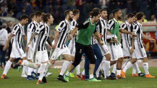 Róma, 2018. május 14. A Juventus játékosai, miután befejezõdött az AS Roma ellen az olasz elsõ osztályú labdarúgó-bajnokságban játszott mérkõzésük a római Olimpiai Stadionban 2018. május 13-án. A Juventus egymás után hetedszer megnyerte a bajnokságot. (MTI/AP/Gregorio Borgia)