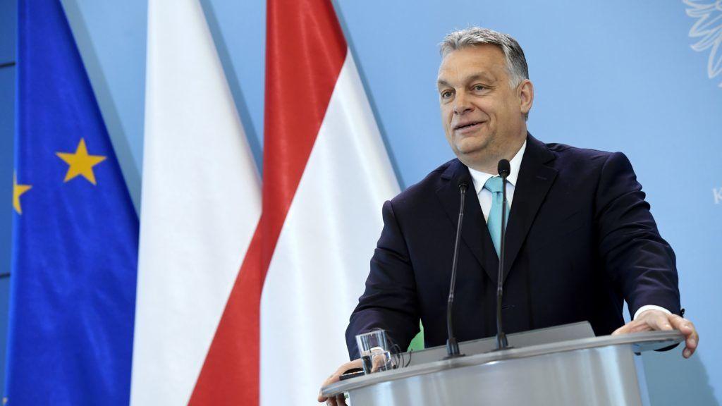 Varsó, 2018. május 14. Orbán Viktor miniszterelnök Mateusz Morawiecki lengyel miniszterelnökkel folytatott megbeszélését követõen sajtótájékoztatót tart a varsói miniszterelnöki hivatalban 2018. május 14-én. MTI Fotó: Koszticsák Szilárd