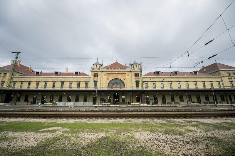 Pécs, 2015. október 21.A felújított pécsi vasútállomás az 1,4 milliárd forintból megújult épület átadásának napján, 2015. október 21-én.MTI Fotó: Sóki Tamás