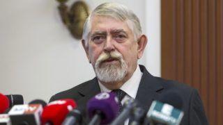 Budapest, 2015. december 19. Kásler Miklós, az Országos Onkológiai Intézet (OOI) fõigazgató fõorvosa az intézetben tartott sajtótájékoztatón 2015. december 19-én. Bejelentették, hogy elõször hajtottak végre tüdõtranszplantációt Magyarországon, a mûtét sikeres volt. A hatórás mûtétet december 12-én végezték el, a beteg jól van. Egy 59 éves férfi volt a donor, az õ tüdejét ültették át egy 53 éves férfiba. MTI Fotó: Szigetváry Zsolt
