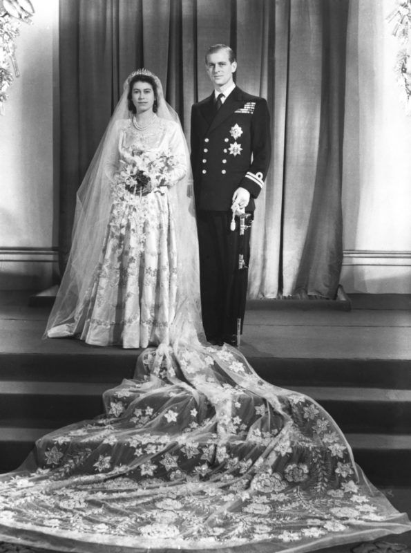 Princess Elizabeth and her husband Phillip, Duke of Edinburgh at Buckinham Palace after their marriage at Westminster Abbey, 1947. (Photo by © Hulton-Deutsch Collection/CORBIS/Corbis via Getty Images)