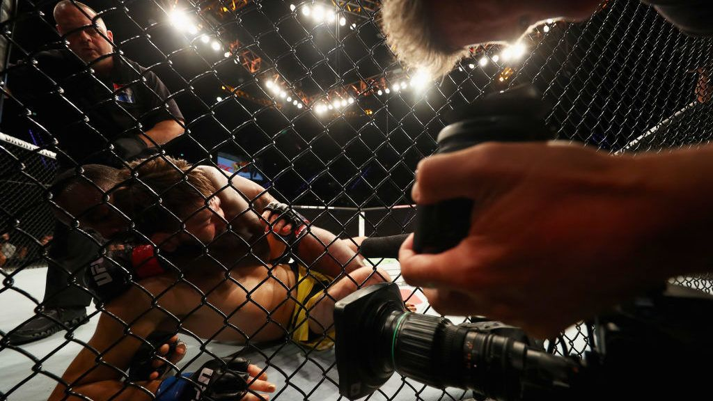 ROTTERDAM, NETHERLANDS - SEPTEMBER 02:  Leon Edwards (black shorts) of England and Bryan Barberena of the USA compete in their Welterweight bout during the UFC Fight Night at Ahoy on September 2, 2017 in Rotterdam, Netherlands.  (Photo by Dean Mouhtaropoulos/Getty Images)