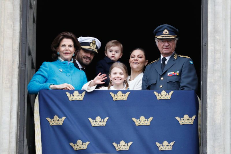 STOCKHOLM, SWEDEN - APRIL 30:  Queen Silvia of Sweden, Prince Carl Philip, Duke of Varmland, Princess Estelle, Duchess of Ostergotland, Princess Sofia, Duchess of Varmland, Prince Oscar, Duke of Skane, Crown Princess Victoria of Sweden and King Carl XVI Gustaf of Sweden attend a celebration of his 72nd birthday anniversary at the Royal Palace on April 30, 2018 in Stockholm, Sweden.  (Photo by Michael Campanella/Getty Images)