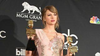 LAS VEGAS, NV - MAY 20:  Taylor Swift poses at the 2018 Billboard Music Awards Press Room at MGM Grand Garden Arena on May 20, 2018 in Las Vegas, Nevada.  (Photo by Jon Kopaloff/FilmMagic)