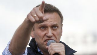 Moszkva, 2018. április 30. Alekszej Navalnij orosz ellenzéki vezetõ, korrupcióellenes aktivista beszél az internet korlátozása elleni tüntetésen Moszkvában 2018. április 30-án. (MTI/AP/Pavel Golovkin)