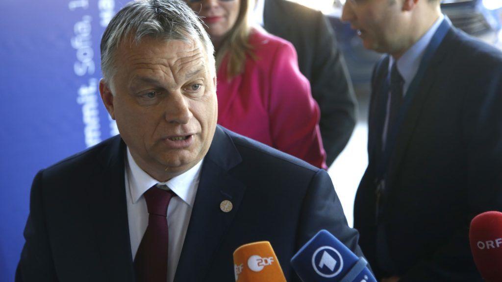 Szófia, 2018. május 16. Orbán Viktor miniszterelnök az Európai Néppárt, az EPP szófiai csúcsértekezletére érkezik 2018. május 16-án. Az EU és a nyugat-balkáni országok csúcstalálkozójának résztvevõi este vacsorán vesznek részt, másnap pedig értekezletet tartanak. (MTI/AP/Darko Vojinovic)