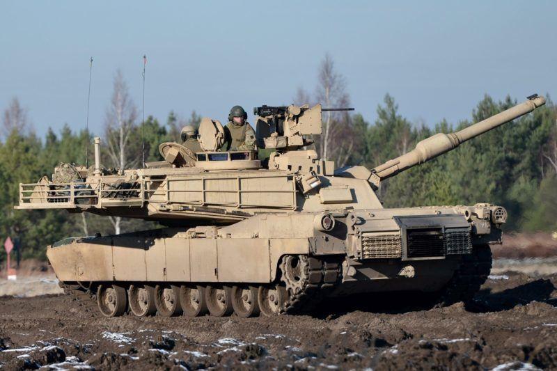 Swietoszow, 2015. november 24. A lengyel hadsereg egyik Leopard 2A4 típusú harckocsija a lengyel-amerikai páncélos egységek közös NATO-hadgyakorlatán a nyugat-lengyelországi Swietoszow melletti katonai kiképzõközpontban 2015. november 24-én. (MTI/EPA/Maciej Kulczynski)