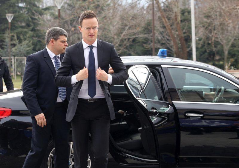 Szófia, 2018. február 15. Bulgária soros EU-elnöksége (EU2018BG) által közreadott képen Szijjártó Péter külgazdasági és külügyminiszter érkezik az EU-tagországok külügyminisztereinek informális találkozójára Szófiában 2018. február 15-én. (MTI/EPA/EU2018BG/Kiril Lonstantinov)