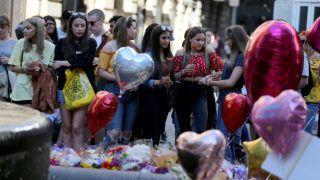 Manchester, 2018. május 22.A manchesteri robbantás huszonkét halálos áldozatára emlékeznek a terrorcselekmény első évfordulóján, 2018. május 22-én az angliai nagyvárosban. Egy évvel korábban öngyilkos merénylő pokolgépet robbantott a Manchester Arena rendezvényközpont bejárati csarnokában Ariana Grande amerikai énekesnő koncertje után. (MTI/EPA/Nigel Roddis)