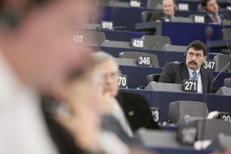 Strasbourg, 2012. január 18. ÁDER János, a Fidesz európai parlamenti képviselõje az Európai Unió törvényhozásának plenáris ülésén vesz részt Strasbourgban. (MTI/EP/Mathieu Cugnot)