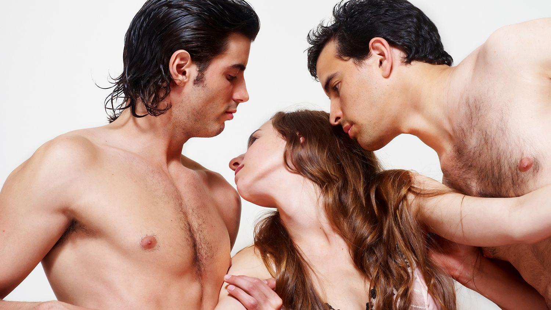 meztelen hármasban szex ébenfa a szexben