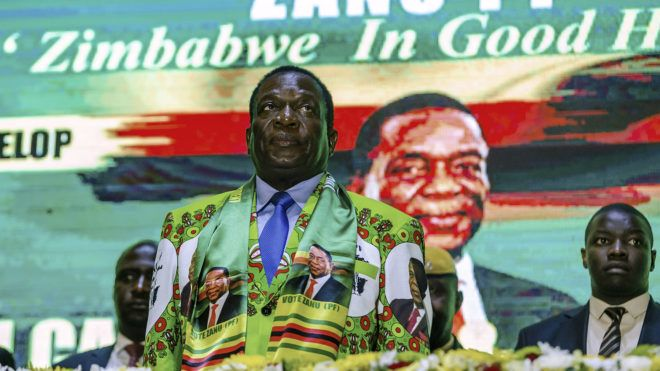 Zimbabwe ruling party Zimbabwe African National Union Patriotic Front (ZANU PF) and State President Emmerson Mnangagwa attends the official launch of the Party Manifesto for the next elections on May 4, 2018 in Harare, Zimbabwe.  / AFP PHOTO / Jekesai NJIKIZANA