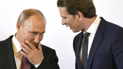 Austria's Chancellor Sebastian Kurz (R) talks with Russian President Vladimir Putin during a one-day visit in Vienna, Austria, on June 5, 2018. / AFP PHOTO / APA / ROBERT JAEGER / Austria OUT