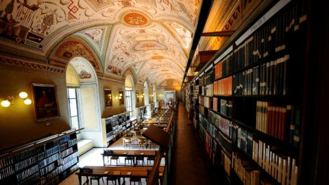Old books are displayed in the Apostolic Library of the Vatican on September 13, 2010, after its reopening.  The Vatican's Apostolic Library reopened to scholars following a three-year renovation to improve its cataloguing and security.  AFP PHOTO / CHRISTOPHE SIMON / AFP PHOTO / CHRISTOPHE SIMON