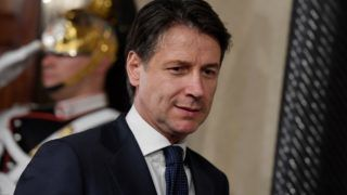 Italy's newly appointed Prime minister Giuseppe Conte leaves after announcing the list of his government at the Quirinale presidential palace on May 31, 2018 in Rome after a meeting with Italian President. / AFP PHOTO / Tiziana FABI