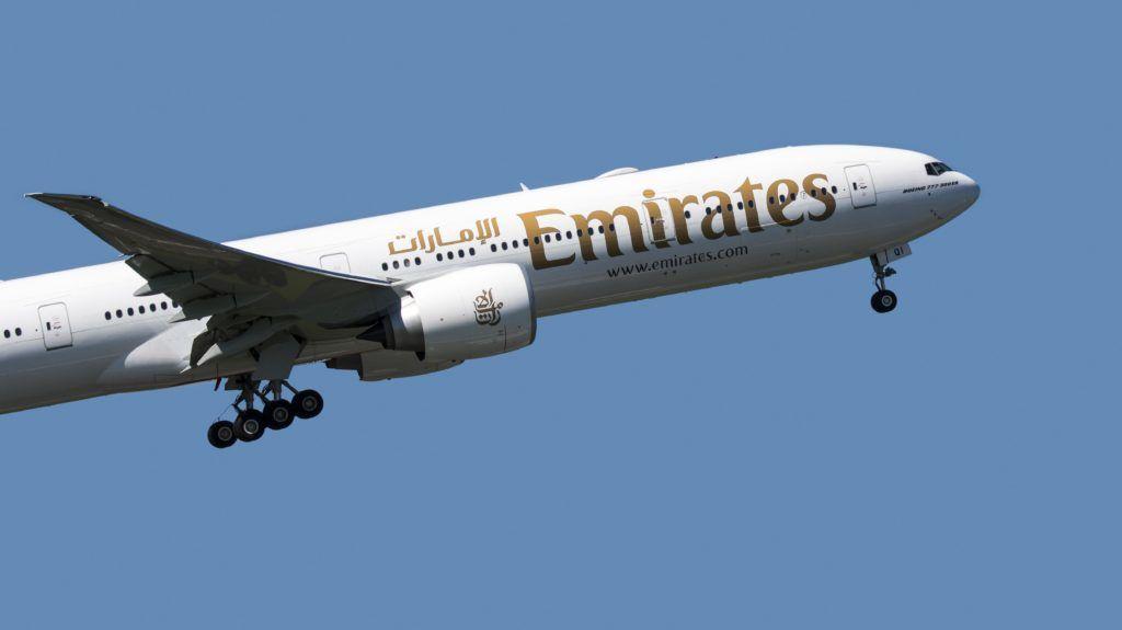 Boeing 777-300ER, long-range wide-body twin-engine jet airliner from Emirates, airline based in Dubai, United Arab Emirates in flight against blue sky   Boeing 777-300ER, avion de ligne gros porteur, long courrier et biréacteur de Emirates, compagnie aérienne basée à Dubaï 06/05/2018