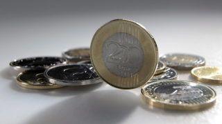 Debrecen, 2016. január 4. Különbözõ címletû magyar pénzérmék, középen egy 2009-ben kibocsátott 200 forintos érme.  Magyarország ma is hivatalos fizetõeszközét, a forintot 70 évvel ezelõtt, 1946. augusztus elsején vezették be. A pengõt felváltó új pénz nevét I. Károly történelmi aranyforintjáról kapta. MTVA/Bizományosi: Oláh Tibor  *************************** Kedves Felhasználó! Ez a fotó nem a Duna Médiaszolgáltató Zrt./MTI által készített és kiadott fényképfelvétel, így harmadik személy által támasztott bárminemû – különösen szerzõi jogi, szomszédos jogi és személyiségi jogi – igényért a fotó készítõje közvetlenül maga áll helyt, az MTVA felelõssége e körben kizárt.