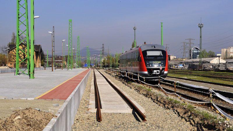 Budapest, 2017. március 31.A Budapest–Esztergom vasútvonalon végzett felújítási és villamosítási munkák során felújítják a Budapest-Angyalföld, újabb néven az Angyalföldi vasútállomás egy részét. A munkálatok miatt március 31-től július 29-ig változik a vonatok menetrendje, korlátozásokra kell számítani. MTVA/Bizományosi: Balaton József ***************************Kedves Felhasználó!Ez a fotó nem a Duna Médiaszolgáltató Zrt./MTI által készített és kiadott fényképfelvétel, így harmadik személy által támasztott bárminemű – különösen szerzői jogi, szomszédos jogi és személyiségi jogi – igényért a fotó készítője közvetlenül maga áll helyt, az MTVA felelőssége e körben kizárt.