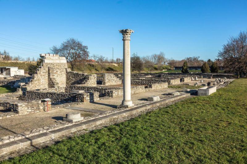 Budapest, 2015. december 30. A Kr. után 89-ben alapított római település és katonai tábor, az egykori Aquincum épületeinek maradványai a fõváros III. kerületében, Óbudán, a Szentendrei út mentén, az Aquincumi Múzeum területén. MTVA/Bizományosi: Faludi Imre  *************************** Kedves Felhasználó! Ez a fotó nem a Duna Médiaszolgáltató Zrt./MTI által készített és kiadott fényképfelvétel, így harmadik személy által támasztott bárminemû – különösen szerzõi jogi, szomszédos jogi és személyiségi jogi – igényért a fotó készítõje közvetlenül maga áll helyt, az MTVA felelõssége e körben kizárt.