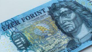 Budapest, 2018. március 15. A megújult ezer forintos bankjegy. A Magyar Nemzeti Bank megújított ezer forintos bankjegyet bocsátott ki 2018. március 1-tõl. A régi 1000 forintos bankjegyek 2018. október 31-ig használhatóak a készpénzforgalomban. MTVA/Bizományosi: Faludi Imre  *************************** Kedves Felhasználó! Ez a fotó nem a Duna Médiaszolgáltató Zrt./MTI által készített és kiadott fényképfelvétel, így harmadik személy által támasztott bárminemû – különösen szerzõi jogi, szomszédos jogi és személyiségi jogi – igényért a fotó készítõje közvetlenül maga áll helyt, az MTVA felelõssége e körben kizárt.