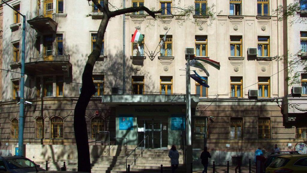 Budapest, 2016. április 20. Budapest Fõváros XIV. Kerület Zugló Önkormányzata Polgármesteri Hivatalának épülete a Pétervárad u. 2-ben. MTVA/Bizományosi: Jászai Csaba  *************************** Kedves Felhasználó! Ez a fotó nem a Duna Médiaszolgáltató Zrt./MTI által készített és kiadott fényképfelvétel, így harmadik személy által támasztott bárminemû – különösen szerzõi jogi, szomszédos jogi és személyiségi jogi – igényért a fotó készítõje közvetlenül maga áll helyt, az MTVA felelõssége e körben kizárt.