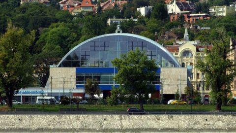 Budapest, 2017. szeptember 27.A Császár-Komjádi Sportuszoda épülete az Árpád fejedelem útján, a Duna-part közelében.MTVA/Bizományosi: Jászai Csaba ***************************Kedves Felhasználó!Ez a fotó nem a Duna Médiaszolgáltató Zrt./MTI által készített és kiadott fényképfelvétel, így harmadik személy által támasztott bárminemű – különösen szerzői jogi, szomszédos jogi és személyiségi jogi – igényért a fotó készítője közvetlenül maga áll helyt, az MTVA felelőssége e körben kizárt.