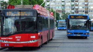 Budapest, 2018. május 28. Elektromotoros meghajtású modern Solaris trolibusz és korszerû autóbuszok a fõváros XIV. kerületében, az Örs vezér téri végállomásukon. Mûholdas rendszerrel ellenõrzött menetrend szerint közlekednek a Budapesti Közlekedési Központ (BKK) vonalain, kényelmesebbé és kiszámíthatóvá téve a kozösségi közlekedést. MTVA/Bizományosi: Jászai Csaba  *************************** Kedves Felhasználó! Ez a fotó nem a Duna Médiaszolgáltató Zrt./MTI által készített és kiadott fényképfelvétel, így harmadik személy által támasztott bárminemû – különösen szerzõi jogi, szomszédos jogi és személyiségi jogi – igényért a fotó készítõje közvetlenül maga áll helyt, az MTVA felelõssége e körben kizárt.