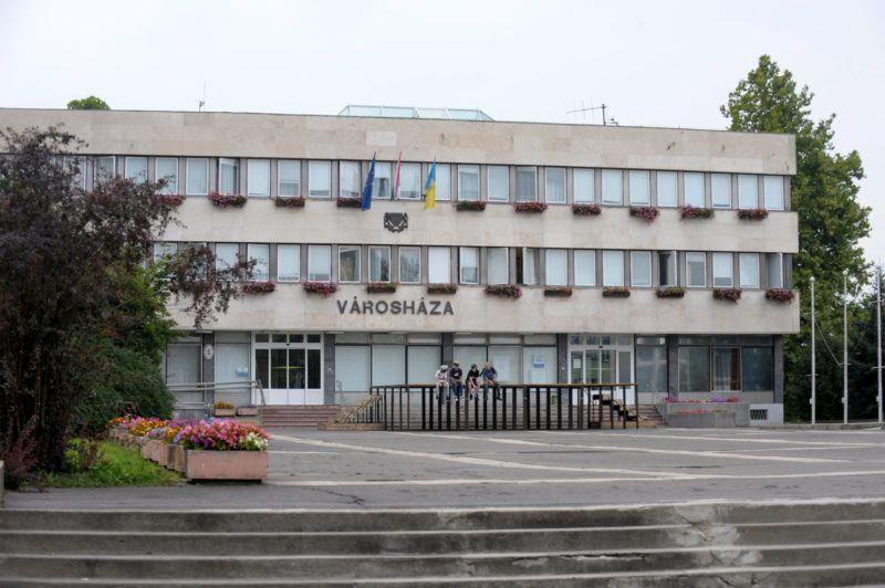 Kazincbarcika, 2010. augusztus 24. A városháza épülete Kazincbarcikán. MTI Fotó: Földi Imre