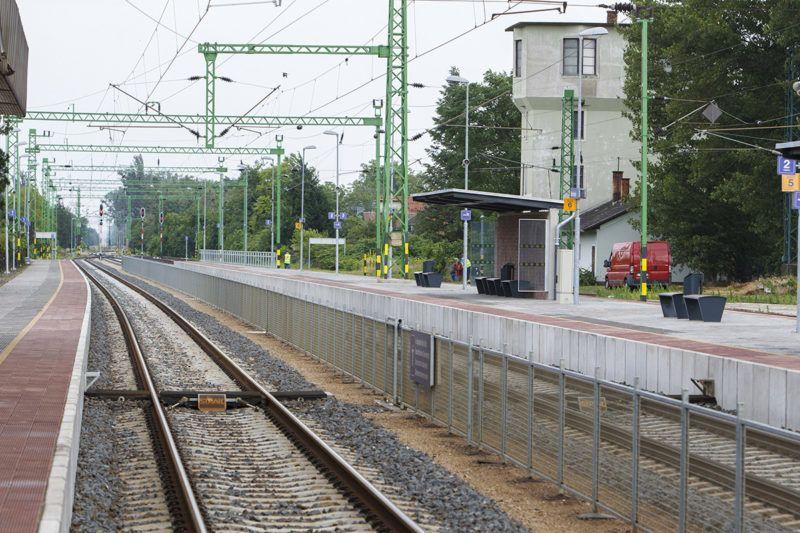 Balatonboglár, 2018. június 14.A megújult balatonboglári vasútállomás, ahol a Szántód-Kőröshegy - Balatonszentgyörgy vasútvonal korszerűsítésének és Kaposvár - Fonyód vonalszakasz felújításának átadóünnepségét tartották 2018. június 14-én.MTI Fotó: Varga György
