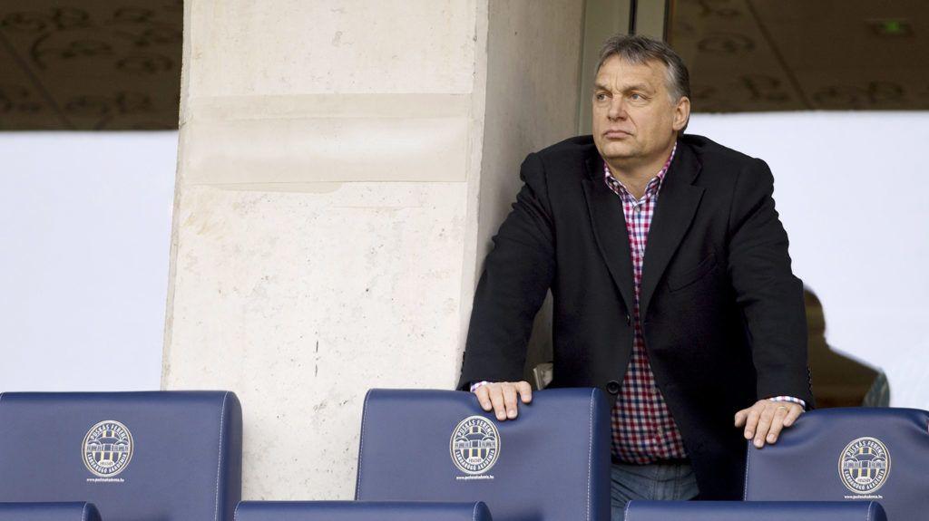 Felcsút, 2015. március 21.Orbán Viktor miniszterelnök nézi az OTP Bank Liga 21. fordulójában játszott Puskás Akadémia - Videoton FC mérkőzést a felcsúti Pancho Arénában 2015. március 21-én.MTI Fotó: Koszticsák Szilárd