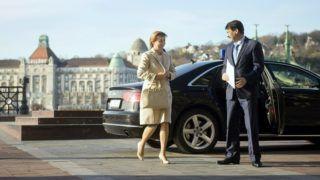 Budapest, 2015. november 24. Áder János köztársasági elnök és felesége, Herczegh Anita érkezik 2015. november 24-én a Budapesti Corvinus Egyetemhez, ahol az államfõ elõadást tartott A klímaváltozásról és annak gazdasági következményeirõl címmel. MTI Fotó: Koszticsák Szilárd