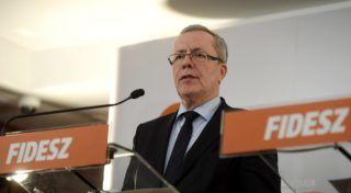 Visegrád, 2017. február 16. Bakondi György, a miniszterelnök belbiztonsági fõtanácsadója a Fidesz-KDNP kihelyezett visegrádi tanácskozásáról tartott sajtótájékoztatón 2017. február 16-án. MTI Fotó: Koszticsák Szilárd