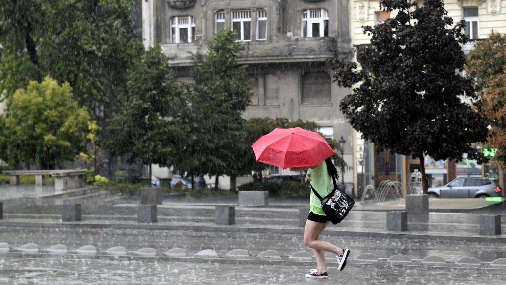 Budapest, 2017. augusztus 6. Zivatar Budapesten, a Fõvám téren 2017. augusztus 6-án. MTI Fotó: Koszticsák Szilárd